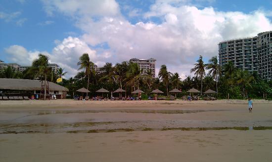Howard Johnson Resort Sanya Bay: beach