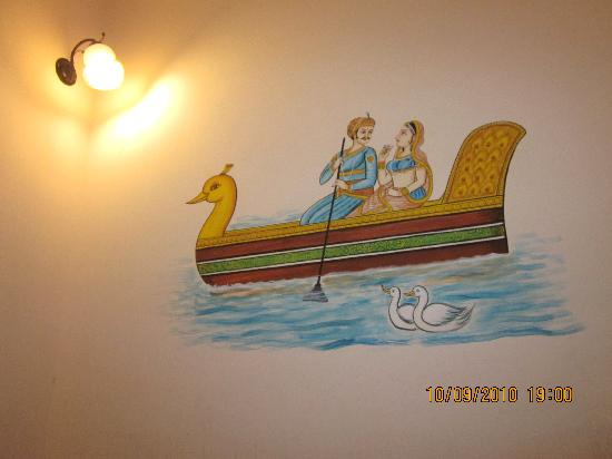 Jagat Retreat: Nice, Traditional wall Paintings on room walls