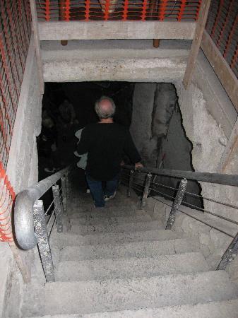 Celanapoli : discesa nel vano cisterna