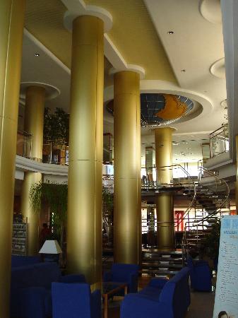 Hotel RH Victoria: Foyer daytime