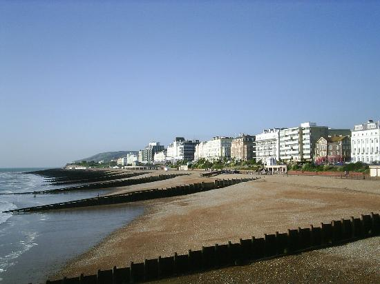 Bay Majestic Eastbourne Hotel: view towards Beachy Head from pier