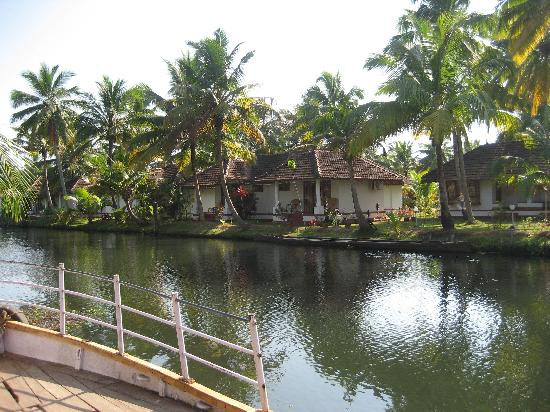 Coir Village Lake Resort: Island resort