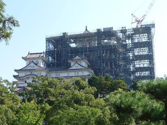 Himeji Castle: The main tower under construction
