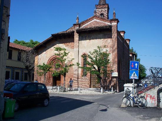Chiesa di San Cristoforo sul Naviglio: facciata