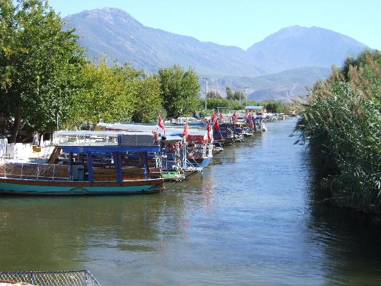 Hotel Mutlu: view of water taxi's