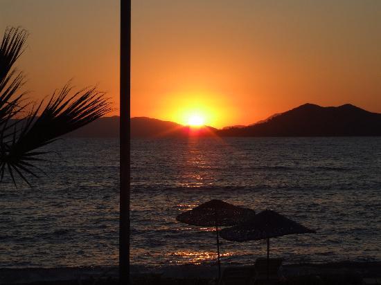 Hotel Mutlu: sunset from back of hotel