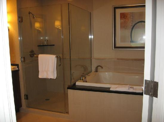 Signature At MGM Grand: Shower And Jacuzzi Tub