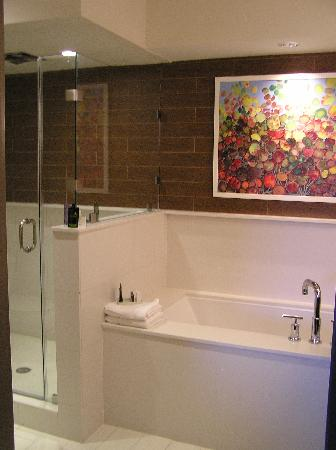 City Loft Hotel: bathroom