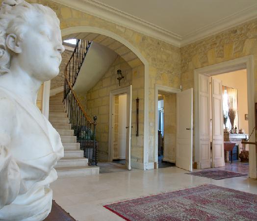 Chateau Lavergne-Dulong - Chambres d'hotes: Entrée du Chateau