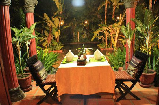 Alliance Villa: Nice table for two..