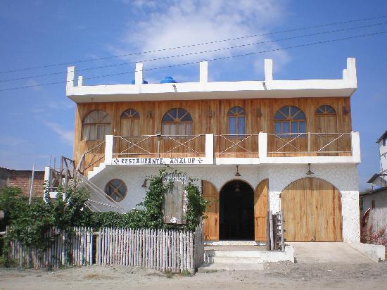 Canoa, เอกวาดอร์: la entrada al hostal