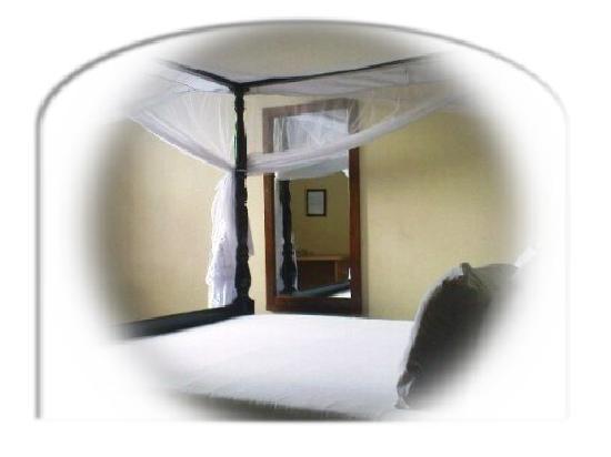 Transit Motel Airport: Zanzibar Bed