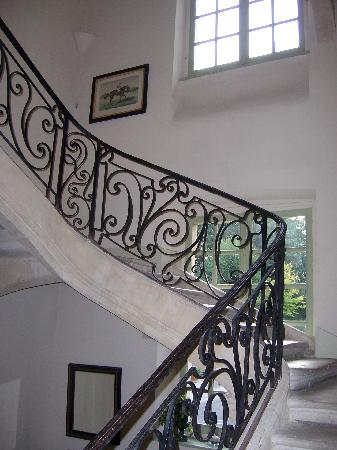 Hotel de la Tour du Pin: magnificent stone staircase