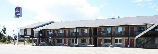 Crosswinds Inn: exterior of hotel