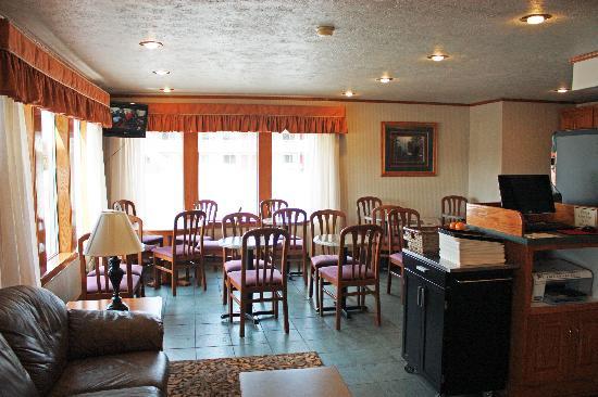 Crosswinds Inn: breakfast area