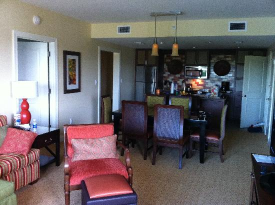 Marriott's Lakeshore Reserve: Taken from Door of Balcony looking in. Smallest Living/Dining/Kitchen we've had at a Timeshare.