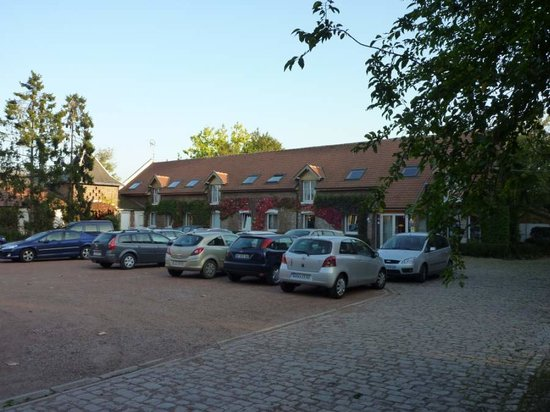 Gavrelle, France : Main bedroom block and carpark
