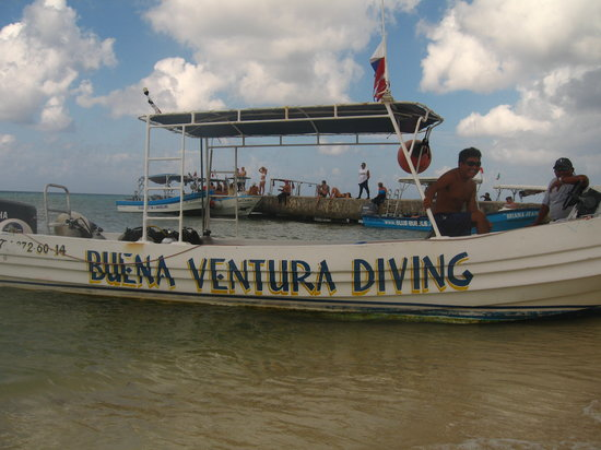 Buena Ventura Diving : Ventura's fast boat with Canopy..Surface Interval w/fruit is Great