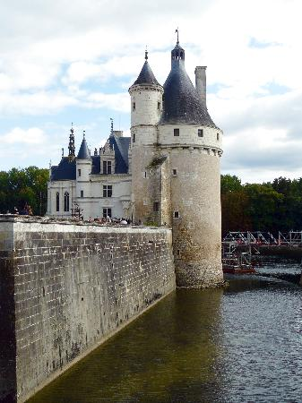 Château de Jallanges in Loire Valley (Between TOURS and Amboise): Chenoncoux