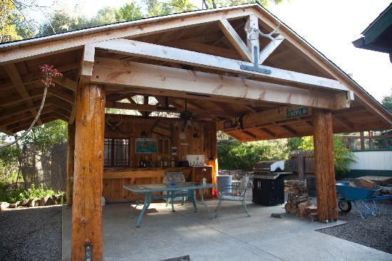 Vulture's View Bed and Breakfast: Vultures View is a rustic retreat done very well