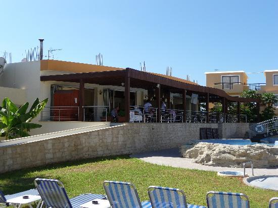 Pagona Hotel Apartments: Pool bar