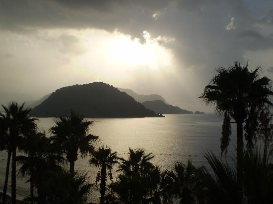 Fantasia Hotel De Luxe Marmaris: evening view from room