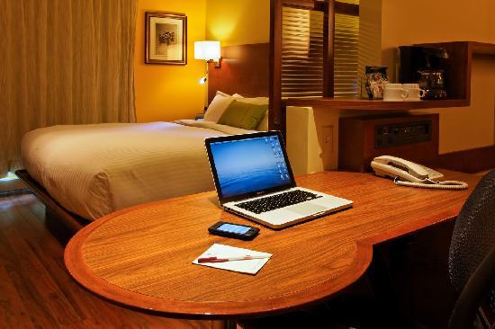 Hotel & Suites Normandin Quebec: Suite Urbaine / Urban Suite
