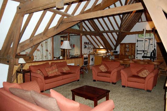 Brackenborough Hall Coach House Holidays: The Granary main room