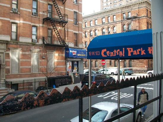 Central Park Inn: Central Park Hostel From Outside