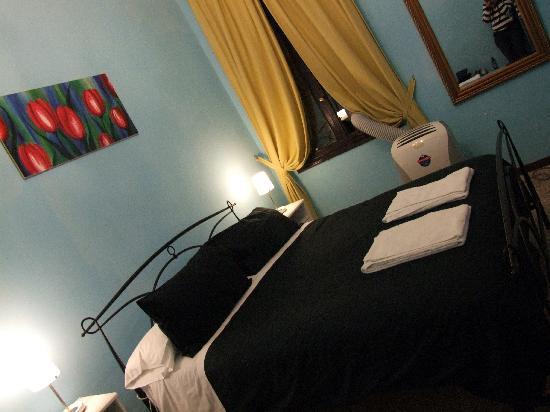 A Venice Emeralds: Bedroom