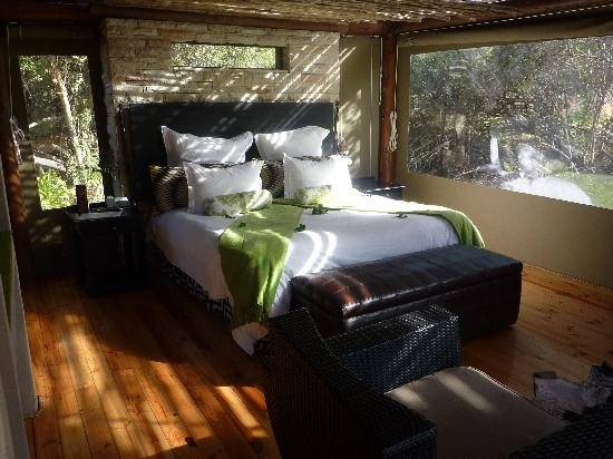 Shamwari Game Reserve Lodges: our camp bed!
