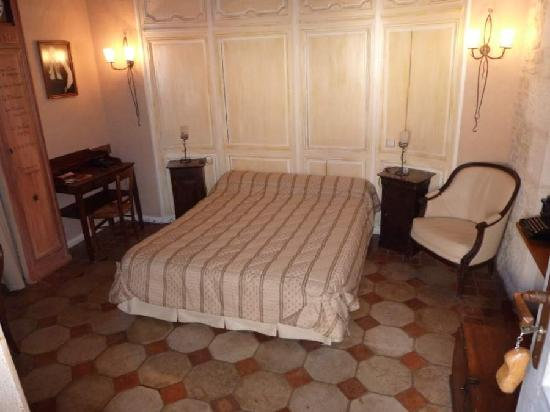 Nitry, France : Doublebedded room