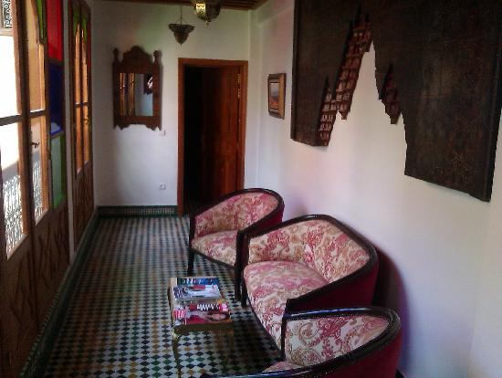 Riad-Boutique Borj Dhab Fez: landing seating area