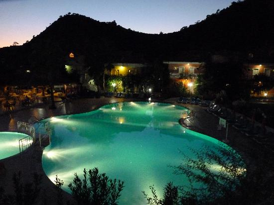 Turquoise Hotel : Pool at Night