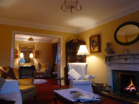 Louisburgh, Ireland: Relax by the fire