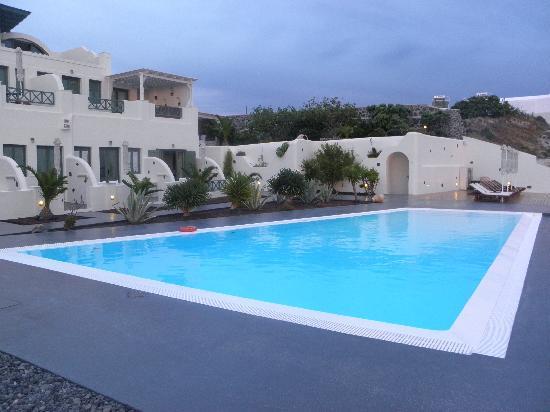 Anastasis Apartments: Infinity Pool & Hotel