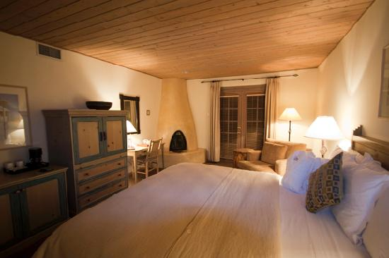 Inn on the Alameda: Deluxe King Room with Fireplace