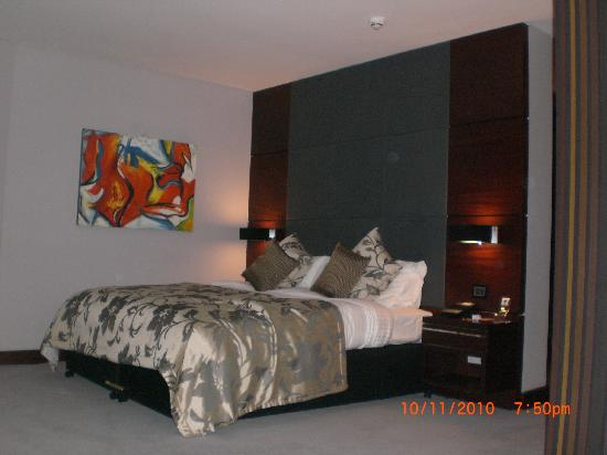 Rafayel on the Left Bank - Hotel & Spa: Big soft Hypnos bed. spacious room!