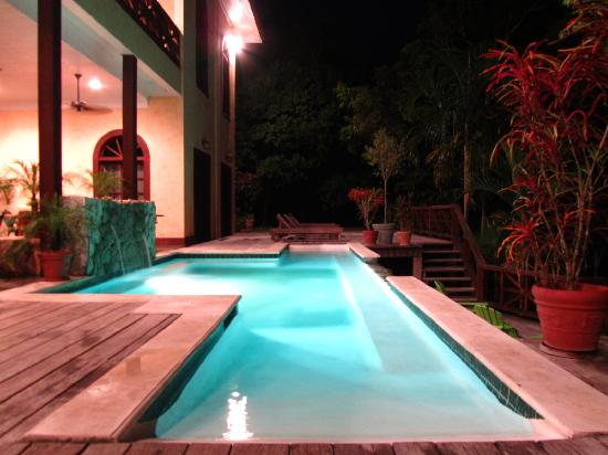 Mahogany Hall Boutique Resort: Pool area, nighttime