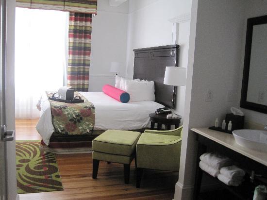 Hotel Indigo San Antonio At The Alamo: King bed