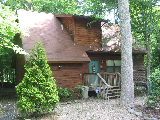 Honeymoon Hills Gatlinburg Cabin Rentals: Cabin on the creek