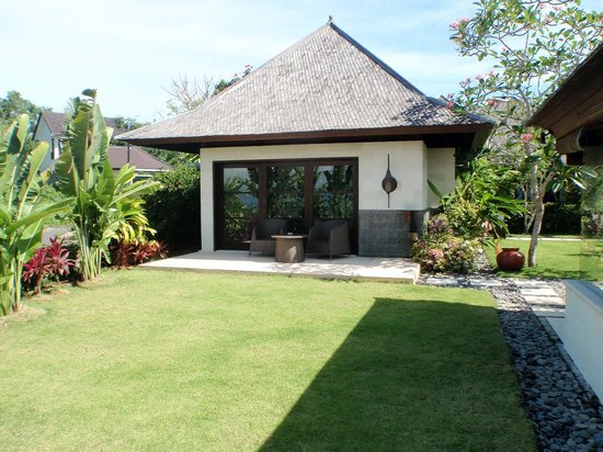 Villa Indah Manis: The Master bed from outside