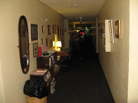 Candlelight Inn: the second-floor hallway