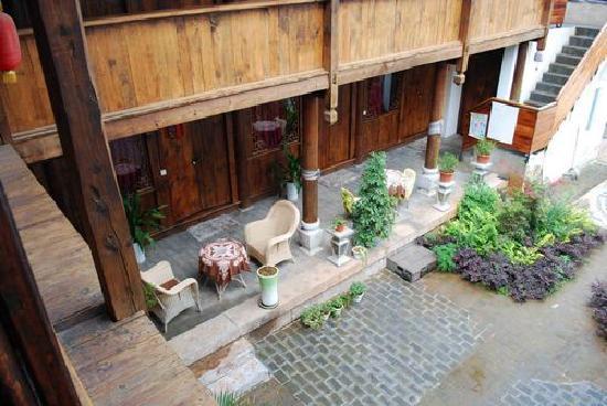 Li Ren Ju Inn: corridor