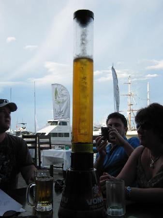 Lulu Bar Cafe & Restaurant: Vonu tower