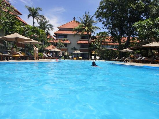 White Rose Kuta Resort, Villas & Spa: the lovely pool