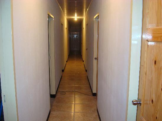 DK'S Plane View Hotel: hallway