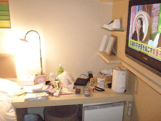 Hotel Resol Ikebukuro: Small writing table