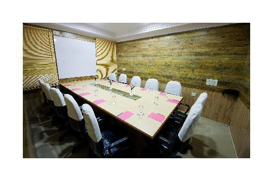 Hotel High Pointe: Board Room