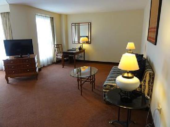 Melia Purosani: Premium room/living room area